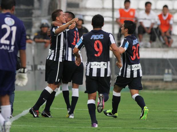 Alianza Lima se mantiene líder en el fútbol peruano.