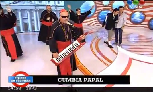"""Argentinos crean """"la cumbia papal"""" y hacen mofa de Brasileros (VIDEO)"""