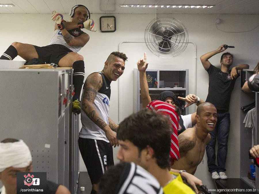 Paolo Guerrero y Corinthians bailan al ritmo del Harlem Shake