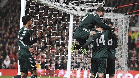 Real Madrid mostró toda su jerarquía en el Old Trafford para clasificar a los cuartos de final de la Champions League.