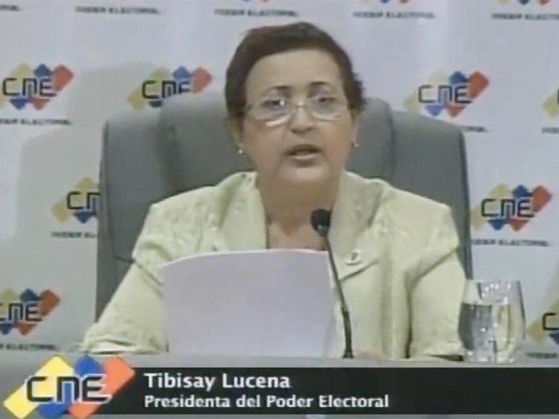 Consejo electoral de Venezuela acepta revisar 46% de cajas con votos