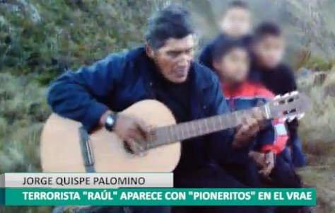 """Niños 'pioneritos' reaparecen junto a cabecilla terrorista """"Raúl"""""""