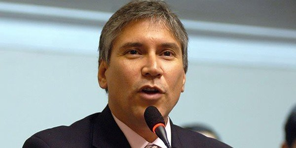 Exministro Aurelio Pastor va a prisión por tráfico de influencias