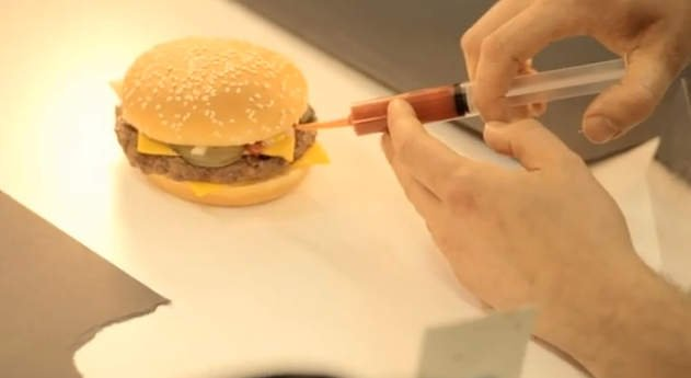 Comida chatarra: Así se maquilla una hamburguesa para publicidad
