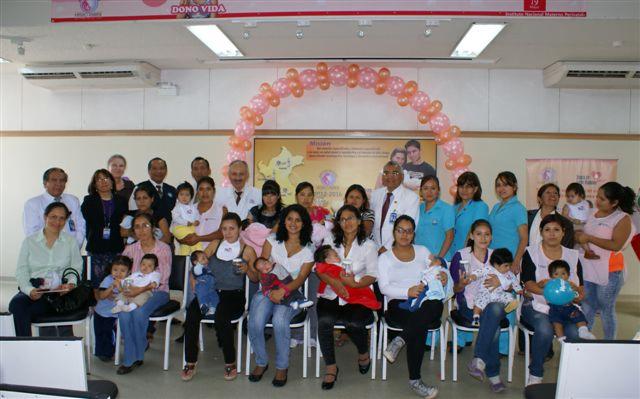 Madres peruanas donan 2 mil litros de leche humana para bebes prematuros