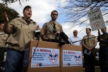 Boy Scouts retiran veto a homosexuales en EE.UU.