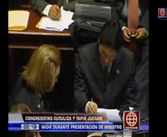 El colmo: Congresistas Cuculiza y Tapia jugaban michi durante comisión de Defensa