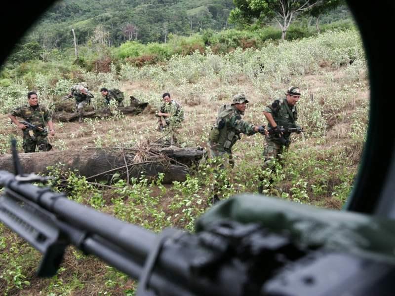 (Foto: http://infosurhoy.com/) Narcoterroristas huyen en avioneta pero PNP y FF.AA. incautan droga
