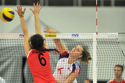 De los 11 puntos que fabricó la aguerrida voleibolista nacional Milagros Rodríguez, uno lo logró bloqueando el ataque checo.