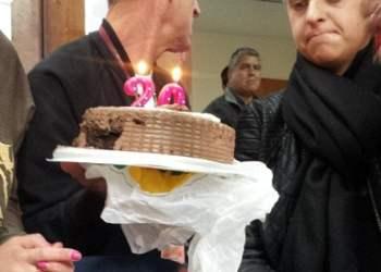 (Fotos Daily Mail) Burrier celebró cumpleaños con torta en la Dirandro según diario inglés