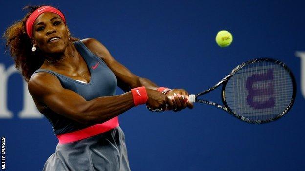Serena Williams impuso su favoritismo y clasificó a octavos de final del US Open.
