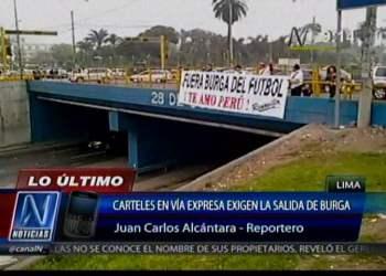 Fuera Burga del fútbol: Protestan con carteles tras nuevo fracaso por Brasil 2014