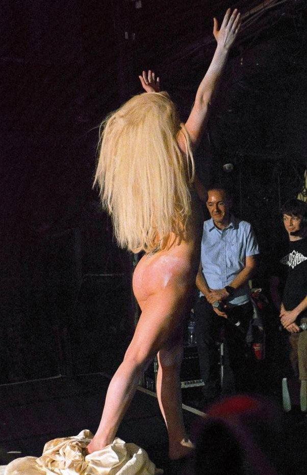[FOTO] Lady Gaga se desnuda en el centro de Londres