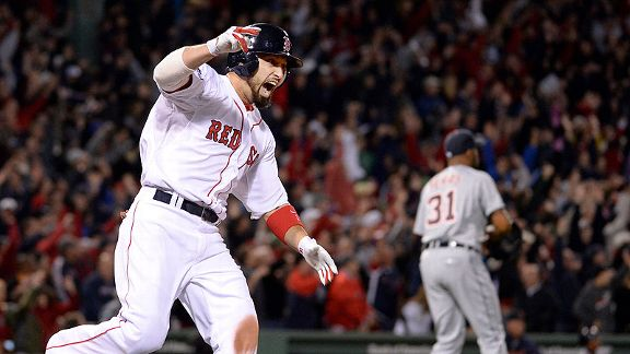 Victorino  corre y celebra su Grand Slam, el cual puso a los Medias Rojas de Boston en la Serie Mundial.
