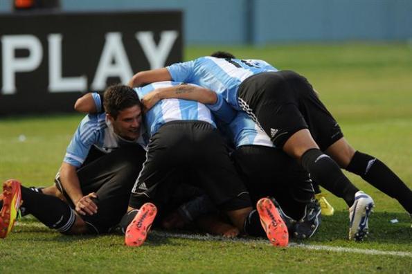 El elenco argentino celebra su clasificación a semifinales del mundial sub 17.