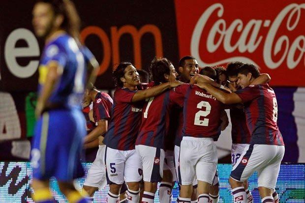 San Lorenzo celebró ante Boca Juniors y ambos luchan junto a Newell's el campeonato.