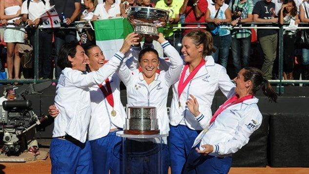 Las tenistas italianas celebran la obtención de la Fed Cup 2013.