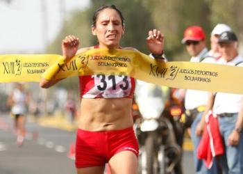 Gladys Tejeda se consagró al ganar la media maratón bolivariana.