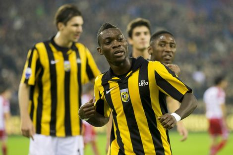 Vitesse se convirtió en el nuevo líder de la Liga de fútbol holandés.