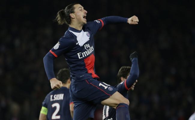 Zlatan Ibrahimovic celebra uno de los goles que marcó en la goleada del Paris Saint Germain.