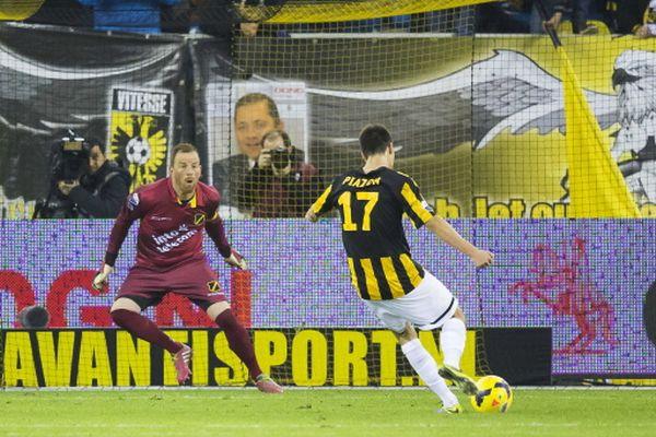 El brasileño Lucas Piazon fue vital en el triunfo del Vitesse sobre el NAC Breda.