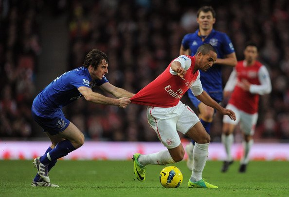 El líder Arsenal recibe al Everton en el partido más interesante del fin de semana en la Liga Inglesa.
