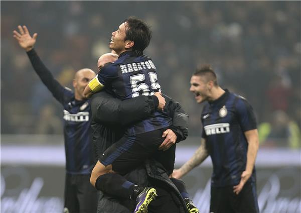 En los minutos finales, un gol de Palacio decretó la victoria del Inter sobre el Milan en el derby.