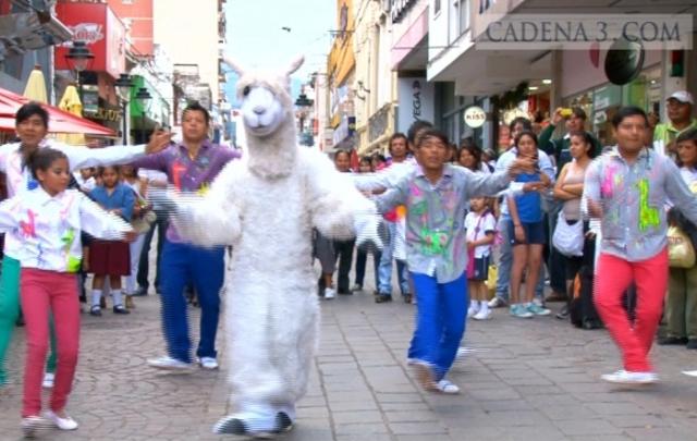 """[VIDEO] """"El Baile de la Llama"""", el viral musical que conquista sudamérica"""