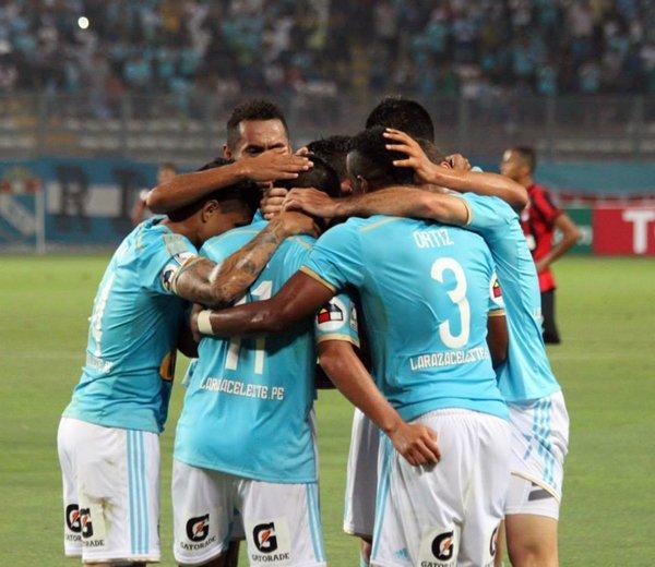 Cristal celebró ante Paranaense en su debut por  Copa Libertadores.