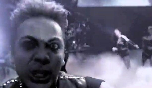 [AUDIO] Cristian Castro ahora canta 'Heavy Metal' pero con voz suave y melódica