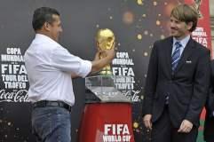 Ollanta Humala levantó la Copa Mundial FIFA pero Nadine no pudo