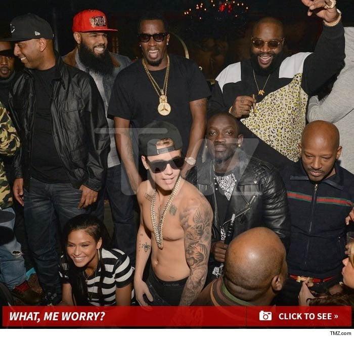 Justin Bieber no toma licor en fiesta y sale foto de stripper a la que besó