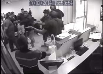 Captura Youtube / Venezuela: Inteligencia militar chavista allana sede de partido opositor