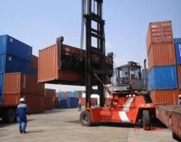 La balanza comercial de enero fue negativa debido a la disminución de exportaciones e importaciones.