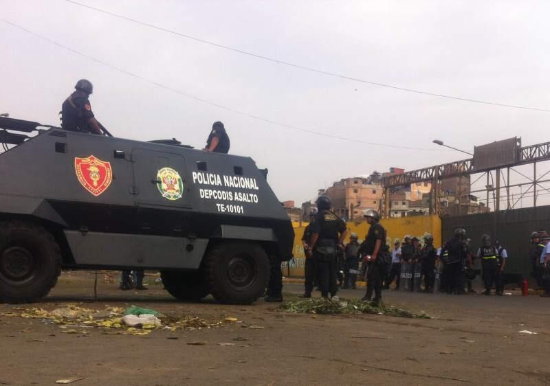 Foto Twitter Espacio 360 / La Parada: MML clausura ex mercado mayorista y se espera desalojo