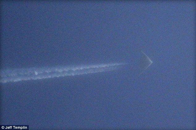 Foto MailOnLine / Extraño objeto volador sería nuevo avión espía de los EE.UU.