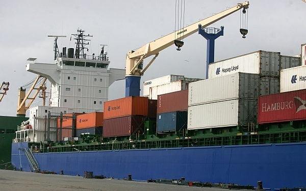 La balanza comercial siguió a la baja en el primer bimestre del 2014.