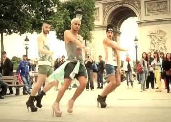 [VIDEO] Tres chicos bailan en tacones y sorprenden en París