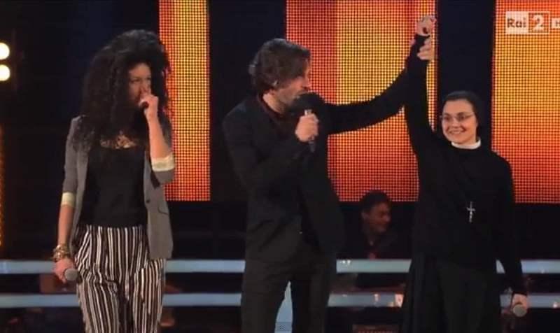 Foto y Video La Voz Italia: Sor Cristina gana batalla con tema de Cindy Lauper
