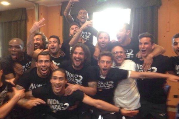 Juventus de Italia campeonó sin jugar y sus futbolistas celebraron el tercer título consecutivo de Liga.
