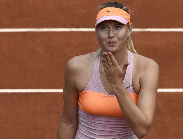 Sharapova fue letal y contundente en el tercer set donde blanqueó a Stosur.