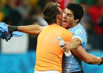 Triunfazo uruguayo de la mano de Luis Suárez ante Inglaterra.