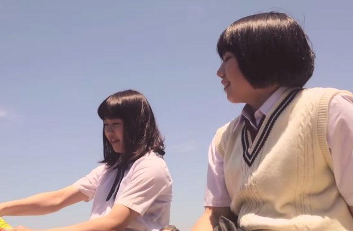 [VIDEO SUNTORY/Youtube] Impactante: Las colegialas japonesas que trepan y saltan edificios