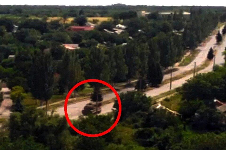 Foto Daily Mail / [VIDEO] Lanzamisiles ruso en zona donde dispararon a avión Malaysia Airlines