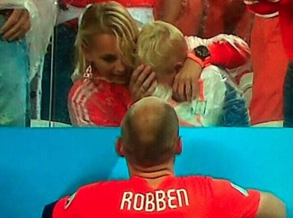 [VIDEO TuTeve.tv / ATV] Hijo de Robben rompe en llanto tras derrota ante Argentina