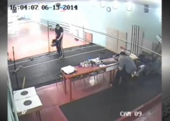 [VIDEO] Impactante: Joven de 16 años dispara por error a entrenador de tiro
