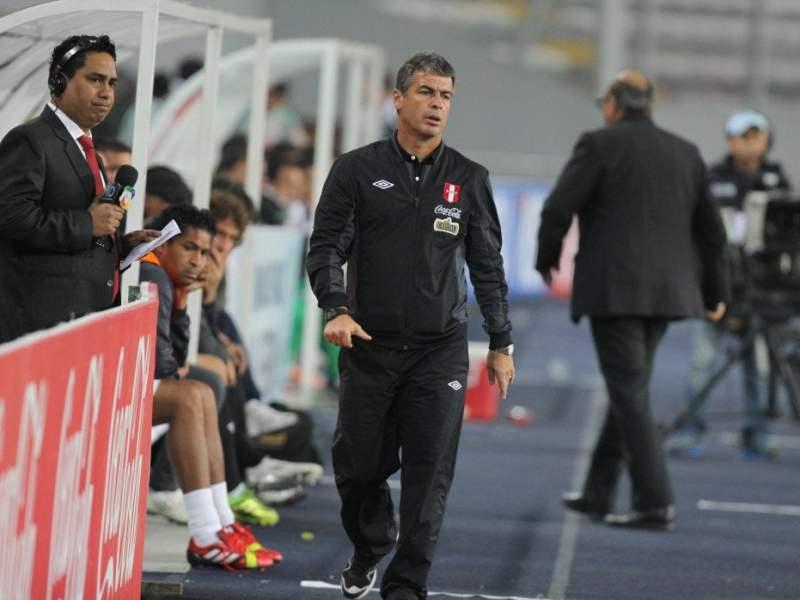 El técnico de la selección llamó a 22 futbolistas para los encuentros ante Irak y Catar.