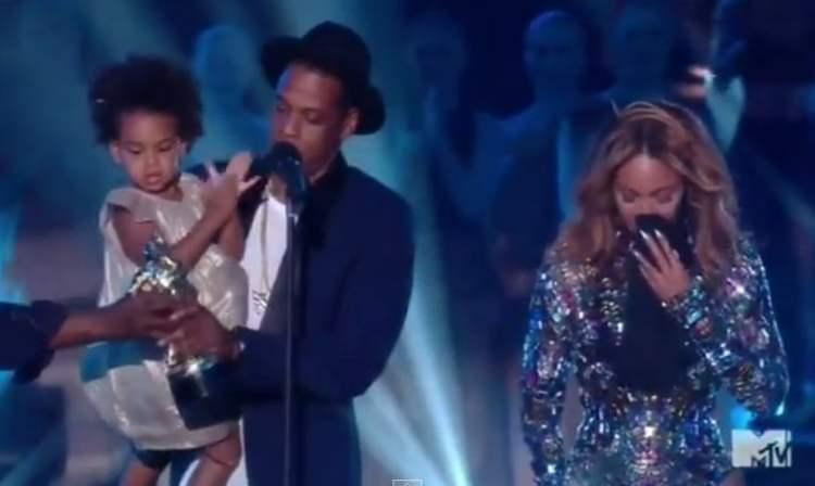 [VIDEO] Emotivo: Beyoncé llora tras recibir premio MTV de su pequeña Blue Ivy