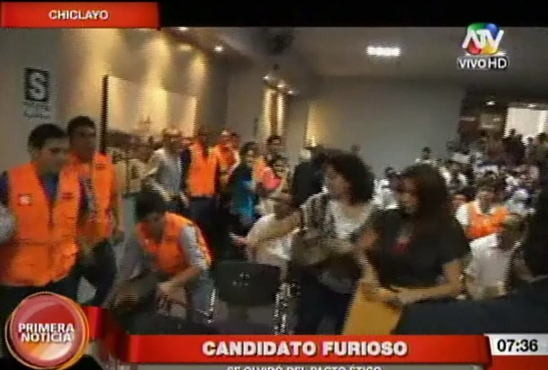 [VIDEO] Pacto Ético en Chiclayo terminó en tremenda bronca de candidatos