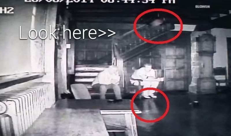 [VIDEO] Graban a tres supuestos espíritus en una 'casa embrujada'
